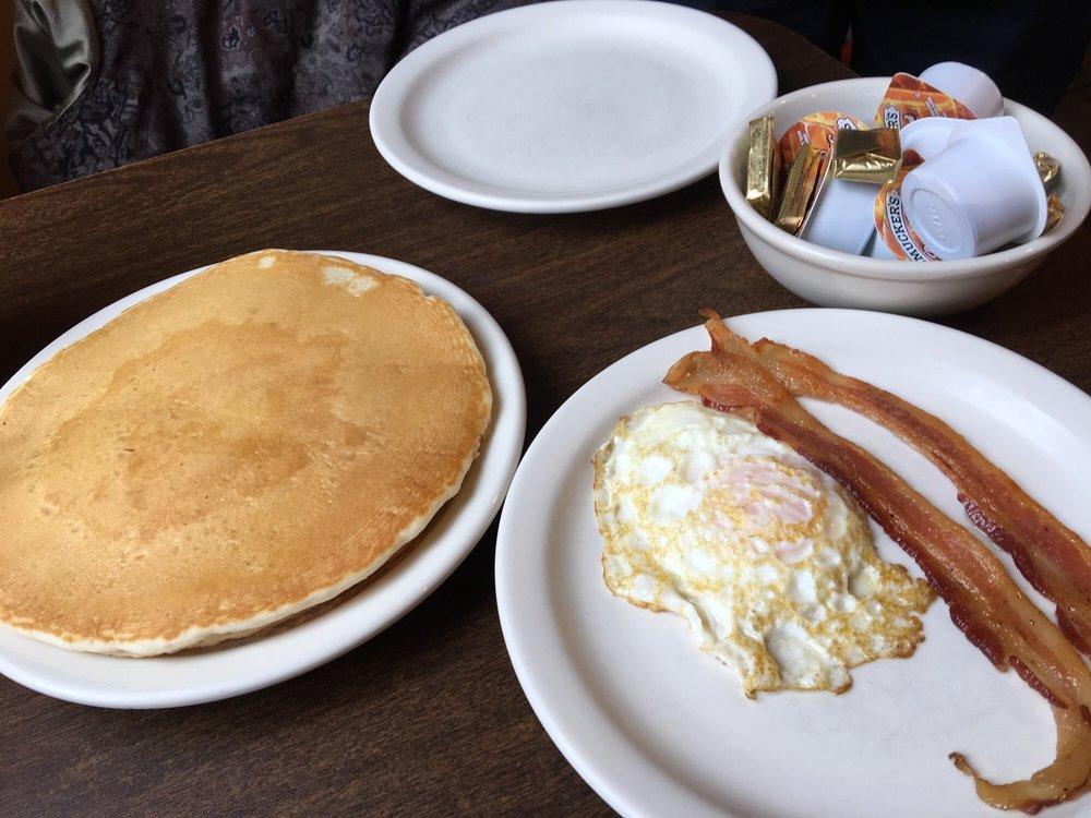 Skillet Cafe': 101 E 1st St NE, Mount Vernon, IA