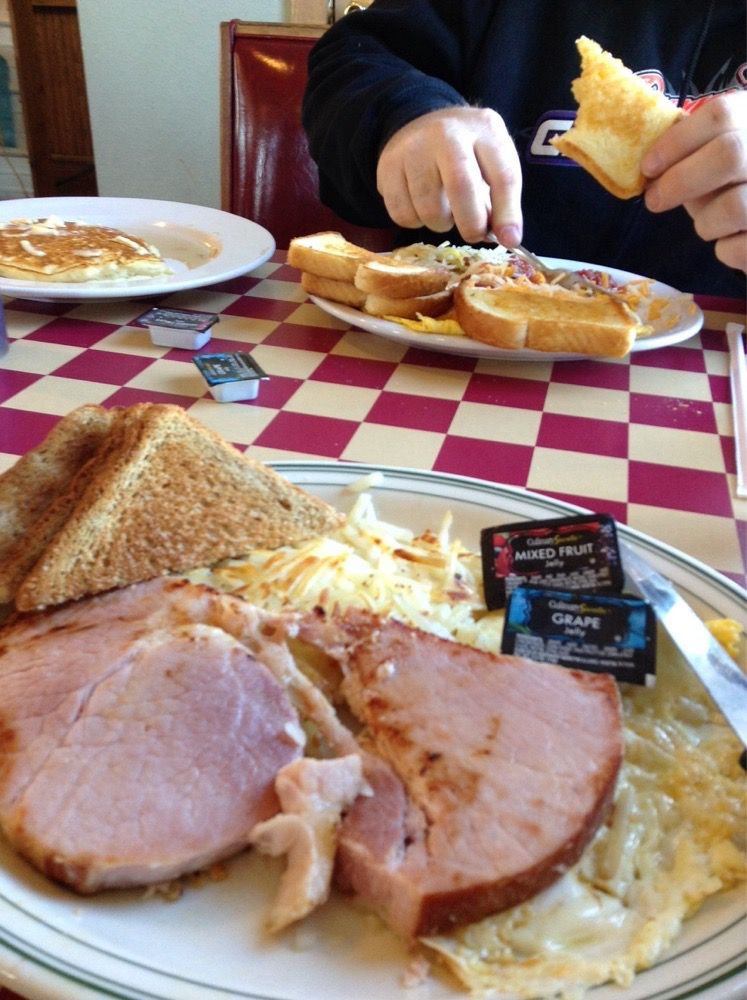 Jake's Corner Cafe: 245 Sawyer Rd, Hermitage, MO