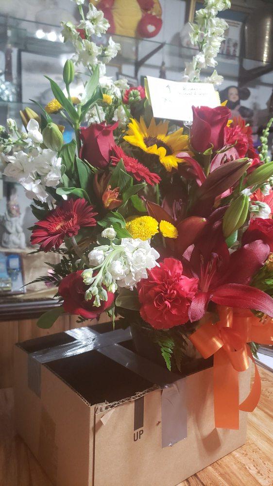 Walker's Florist & Gift Shop: 35 Trenton Rd, Browns Mills, NJ
