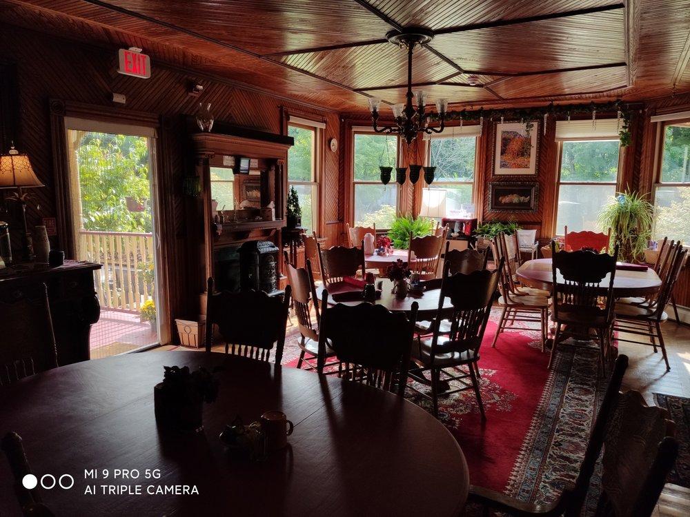 Fairlawn Inn: 7872 Main St, Hunter, NY