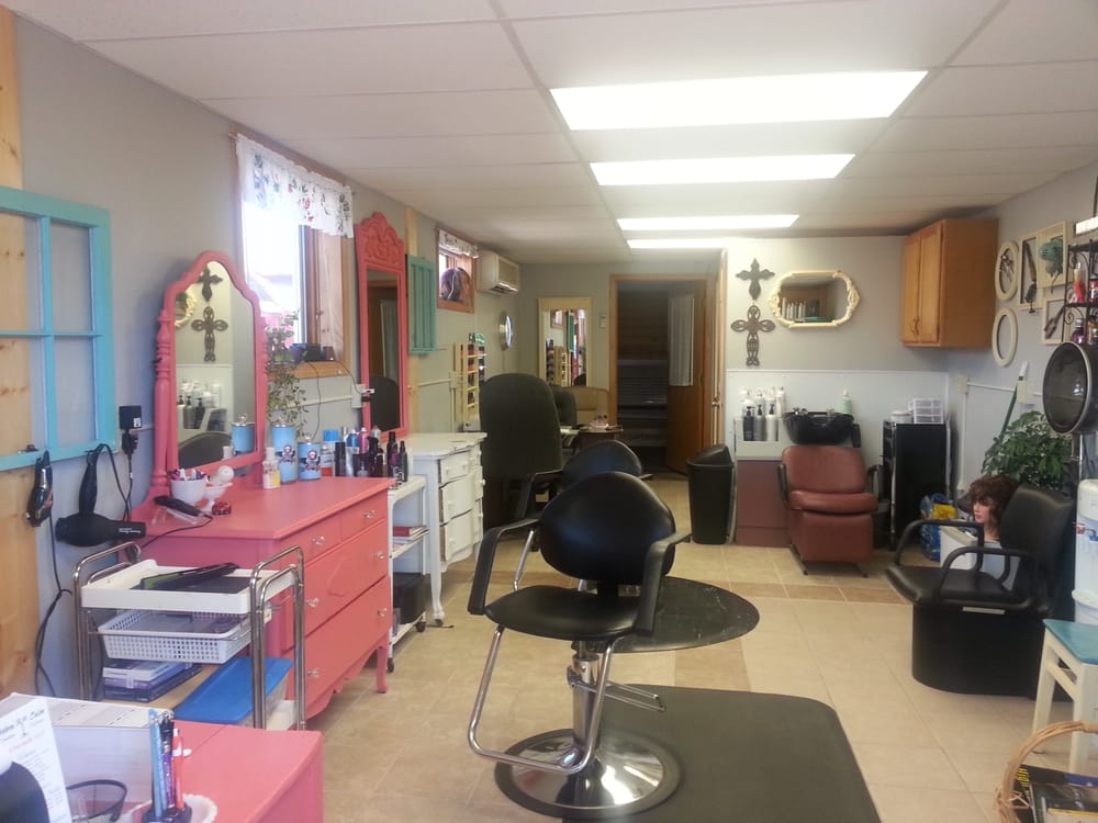 Northern Roots Salon: 20 S Maddy St, McGregor, MN