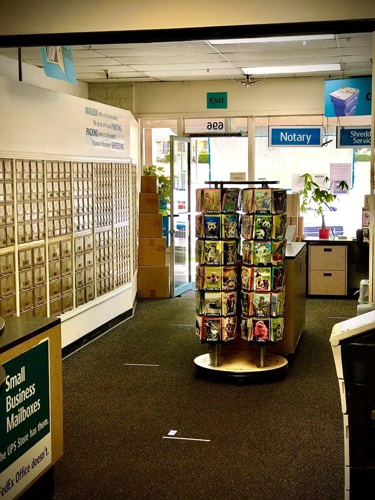 The UPS Store: 696 San Ramon Valley Blvd, Danville, CA