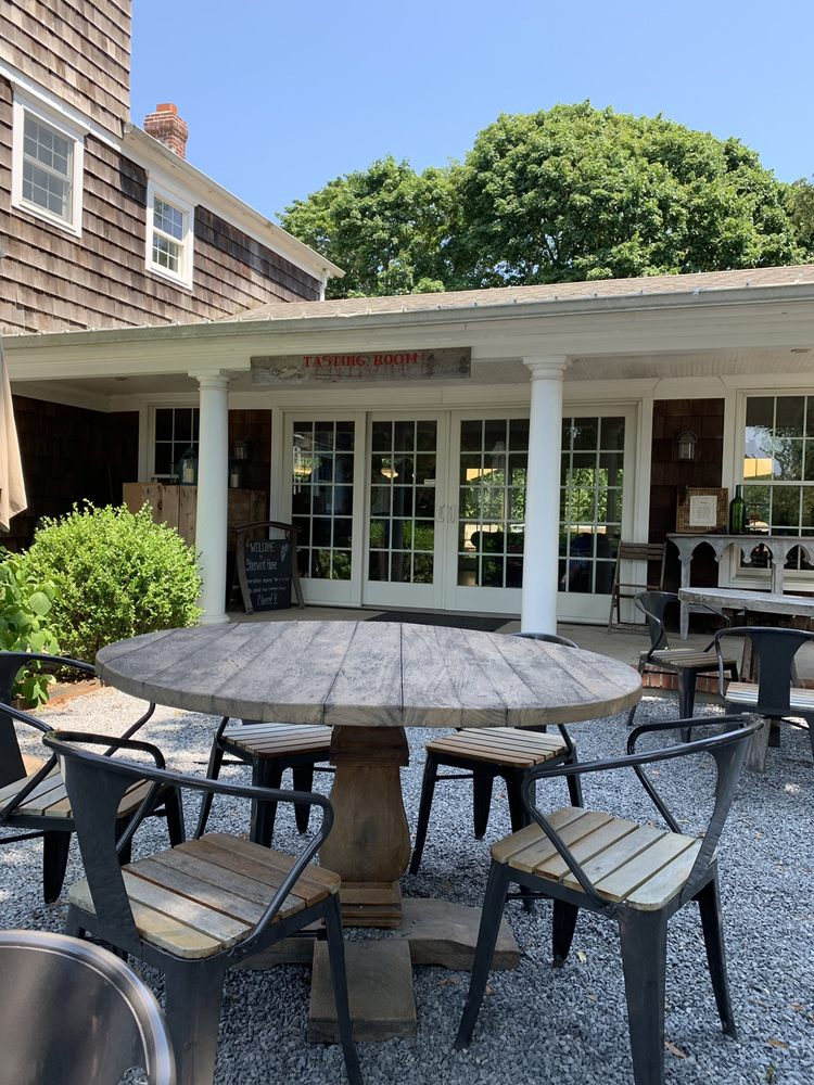 Sherwood House Vineyards: 1291 Main Rd, Jamesport, NY