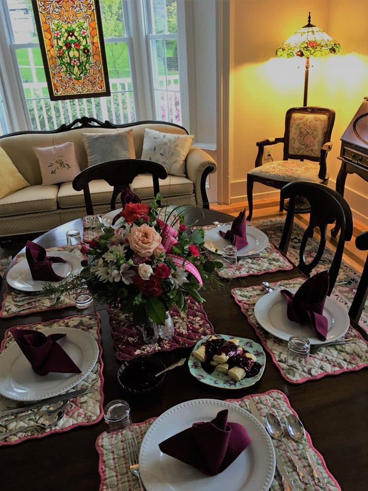 Rosemont Inn Bed & Breakfast: 165 Lake Ave, Montrose, PA