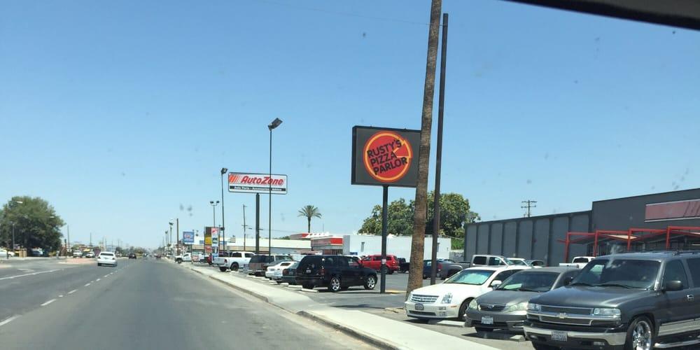 Rusty's Pizza Parlor: Lamont, CA