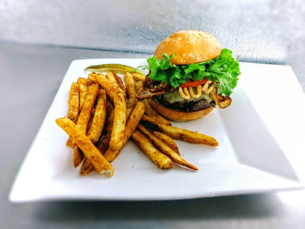 Schuggys American Grill & Taphouse: 1055 Davis St, Hammond, WI