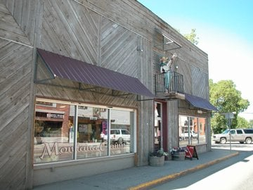 Montana Camp Antiques & Boutiques: 26 East Main St, Belgrade, MT