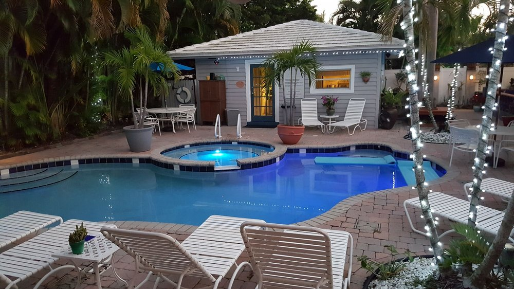 Coral Reef Guesthouse: 2609 NE 13th Ct, Fort Lauderdale, FL