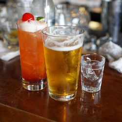 Intricacies at danse en bartender