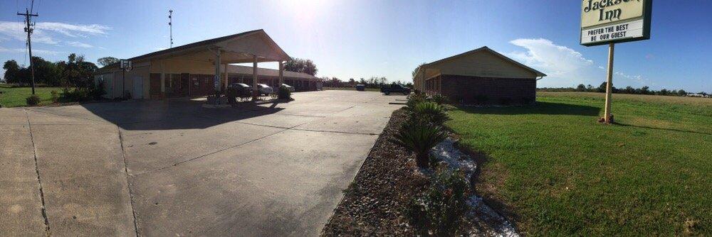 Jackson Inn: 1131 Hwy 59 S, Edna, TX
