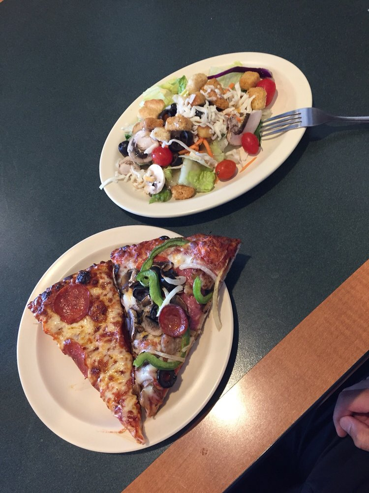 Lunch Special Buffet Pepperoni And King Arthur Pizza Plus Salad So - Round table lunch special