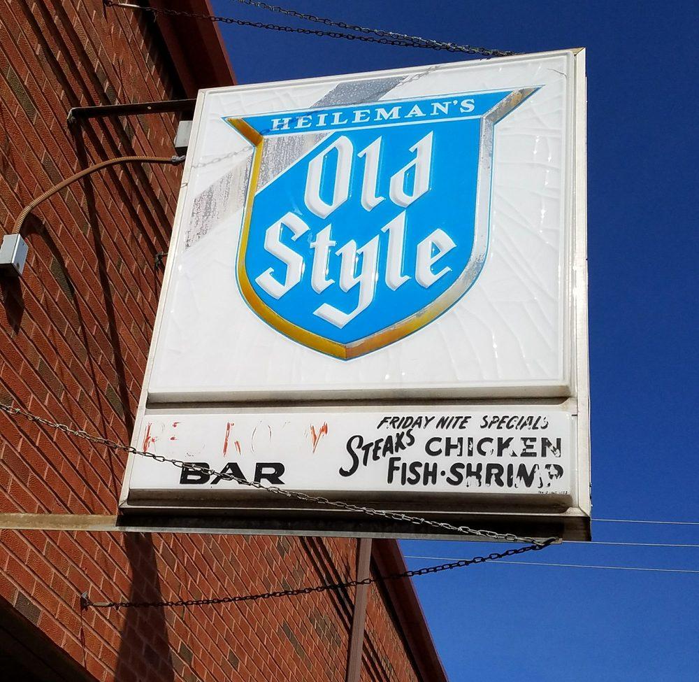 Red Room Bar & Restaurant: 108 E Merrimac St, Dodgeville, WI