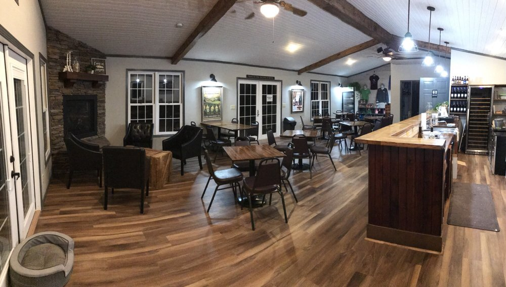 Feather Hills Vineyard and Winery: 410 Thorn Ln, Makanda, IL