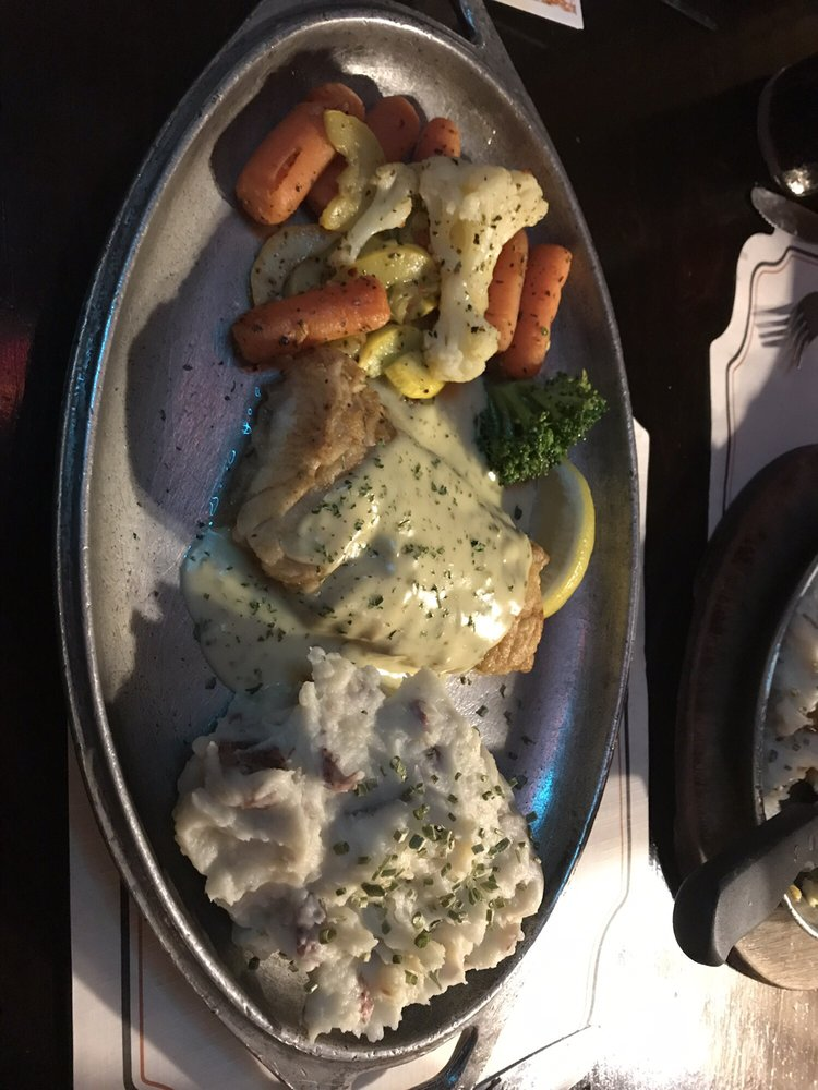 Apple Valley Restaurant: 104 Rte 6, Milford, PA