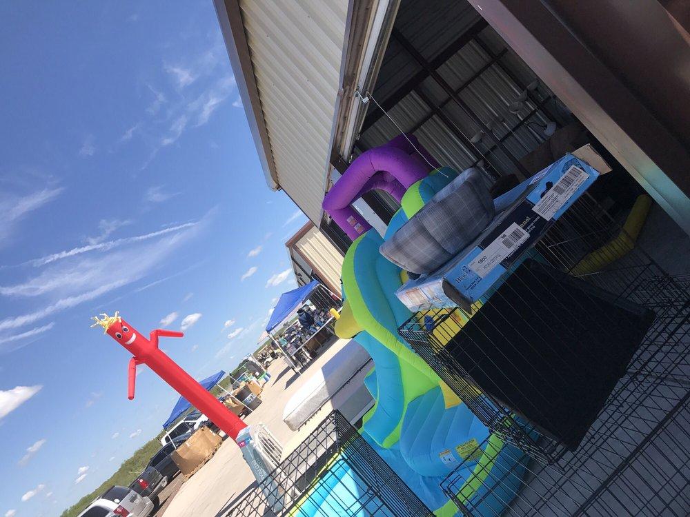 Pulga Blanca Flee Market: 102 Camino Nuevo, Laredo, TX