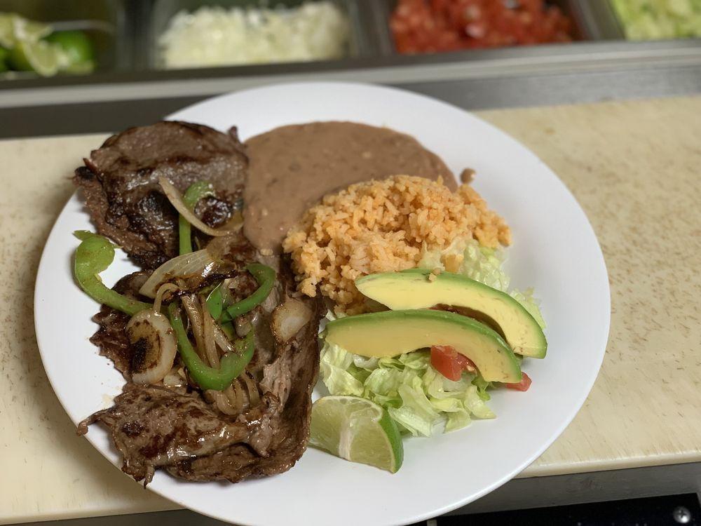Cecilia's Restaurant: 15085 W Whitesbridge Ave, Kerman, CA