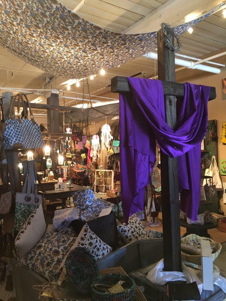 The Marketplace: 19725 Oak St, Cornelius, NC