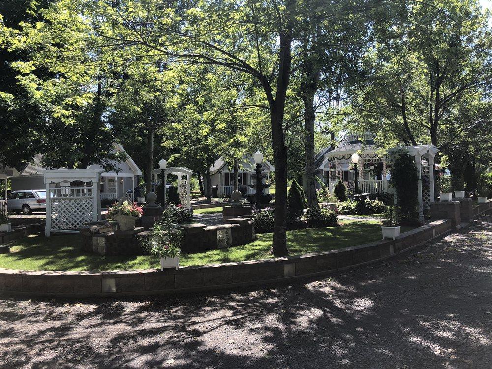 Centennial Cottages: 26950 Number 4 Rd, Calumet, MI