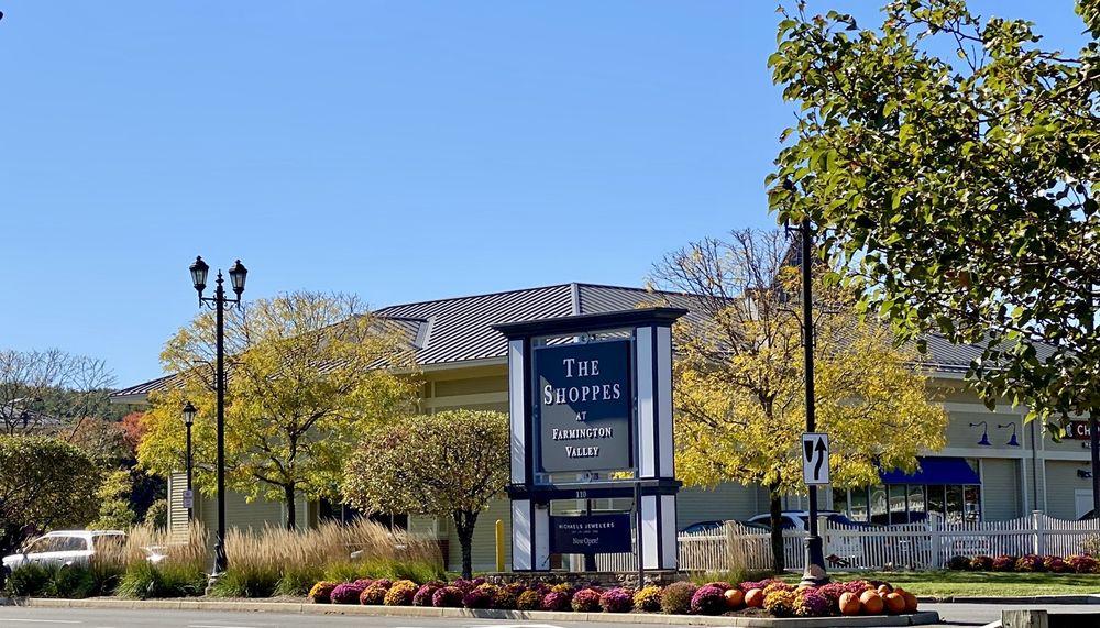 The Shops at Farmington Valley: 110 Albany Tpke, Canton, CT