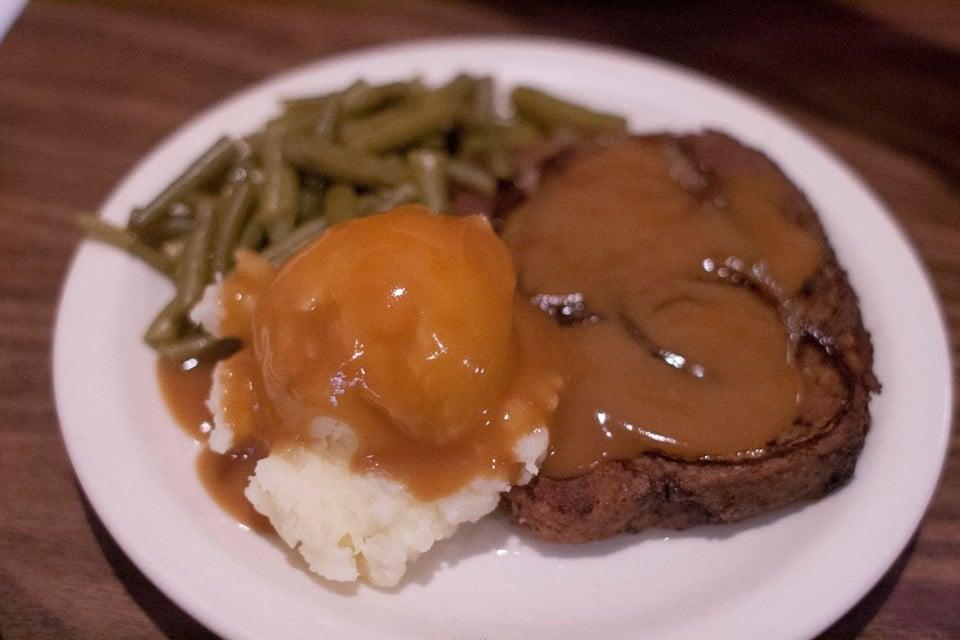Mom's Cafe & Catering: 422 Main St, Plattsmouth, NE