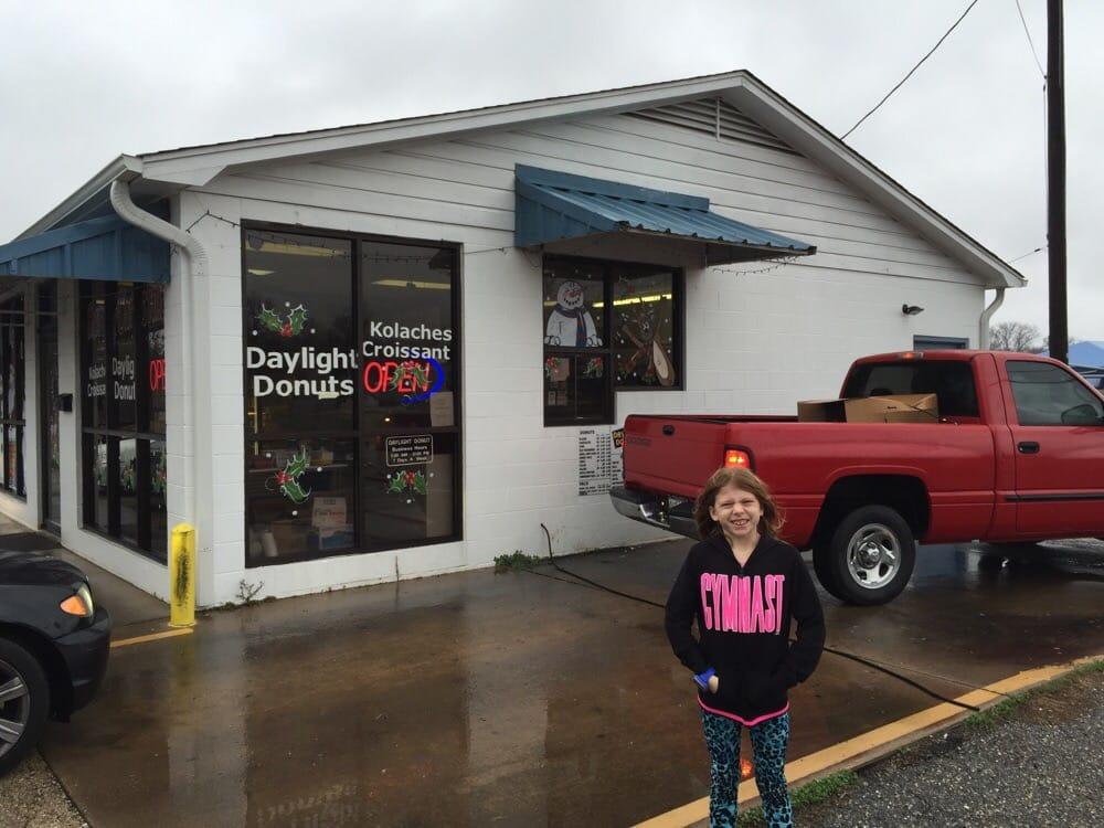 Daylight Donuts: 813 N Wood St, Gilmer, TX