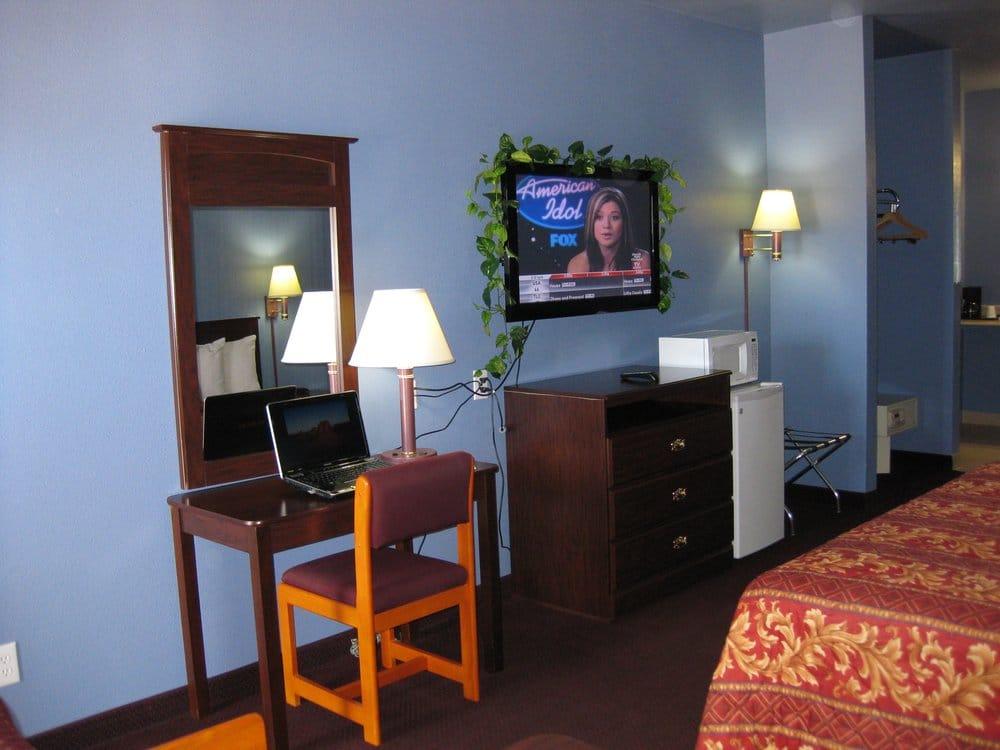 Butterfield Motel: 626 N Main St, Jacksboro, TX