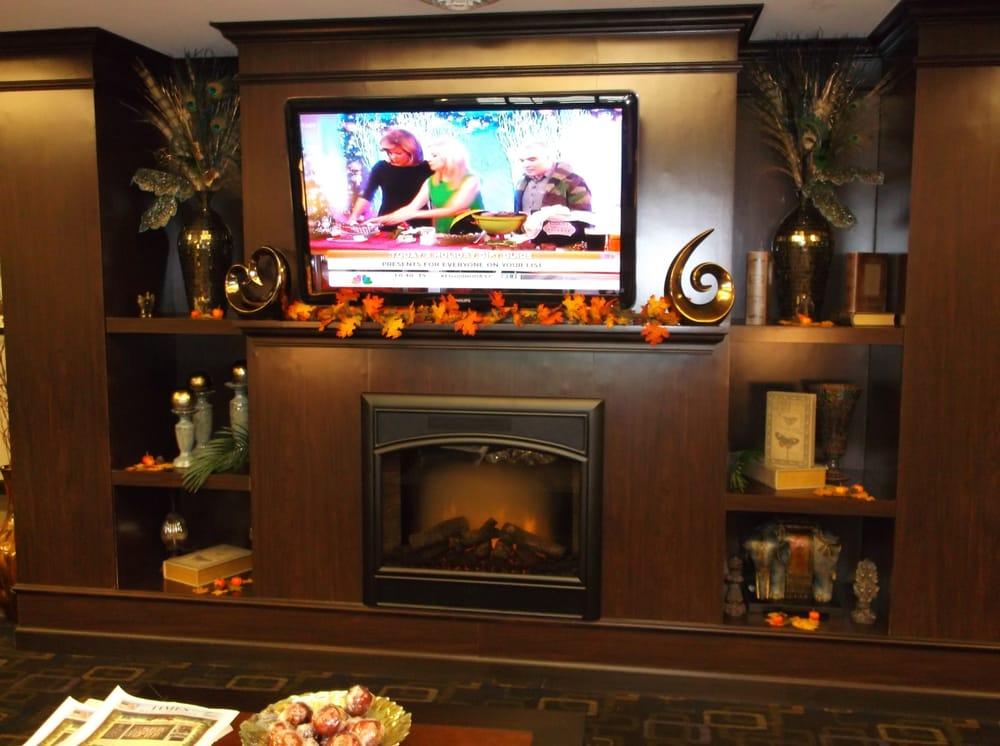 Holiday Inn Express & Suites Fairmont: 2256 Landing Ln, Fairmont, WV