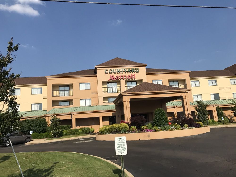 Courtyard by Marriott: 1320 N Gloster St, Tupelo, MS