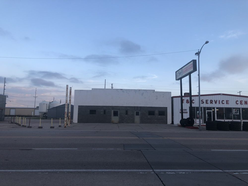 Town & Country Service Center: 410 W 1st St, Ogallala, NE