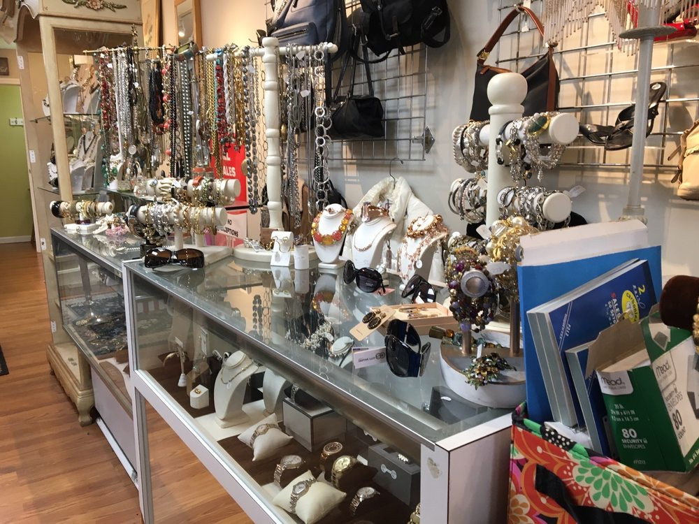 Act II Consignment Boutique: 11 Hewitt Sq, East Northport, NY