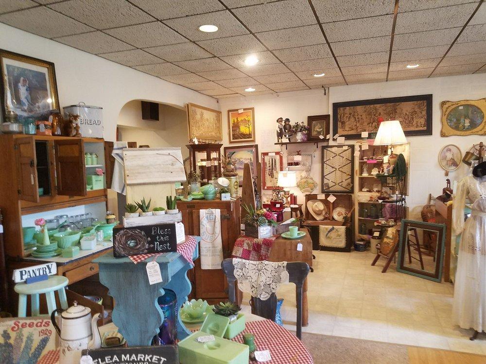 Blue Jar Antiques: 306 W State St, Williamsburg, IA