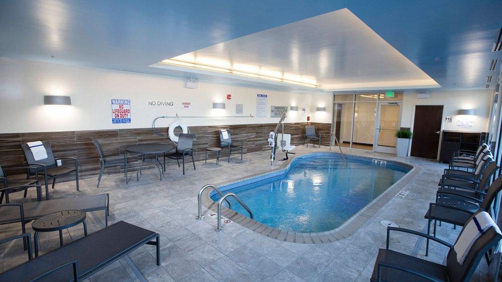 Fairfield Inn & Suites by Marriott Detroit Lakes: 102 West Lake Drive, Detroit Lakes, MN