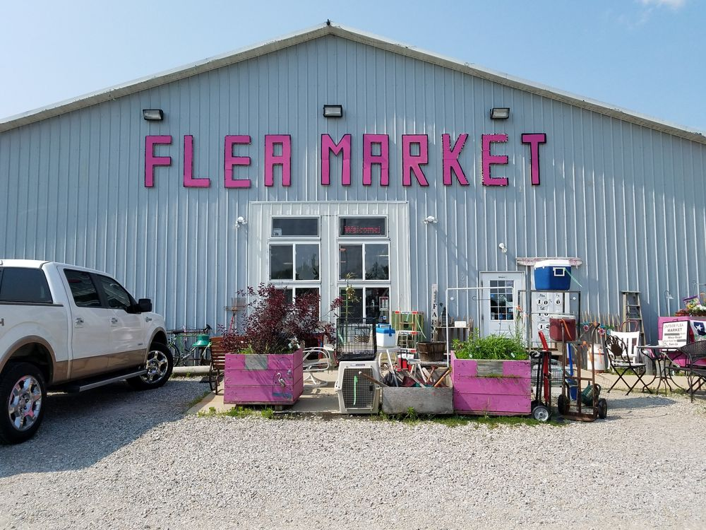 Me & My Sisters Flea Market: 1612 E State Rd 44, Shelbyville, IN