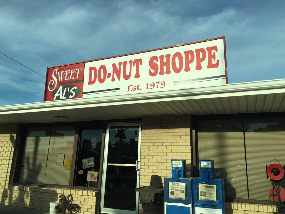 Sweet Al's Donut Shoppe: 808 N Walnut St, Cameron, MO