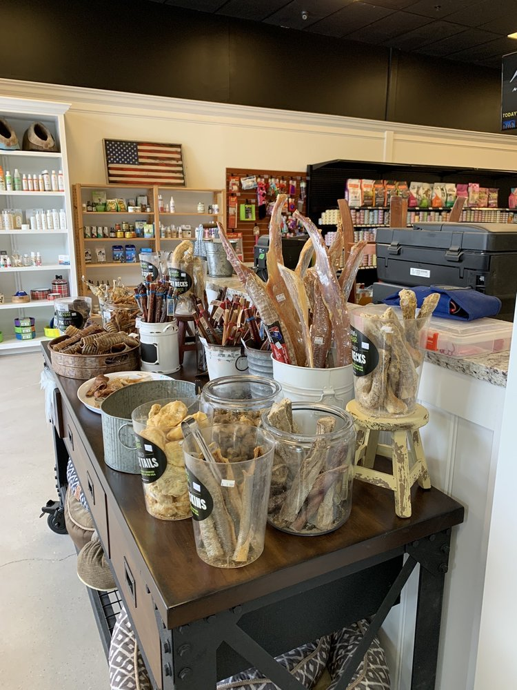 Nauti Paws: 116 S Piney Rd, Chester, MD