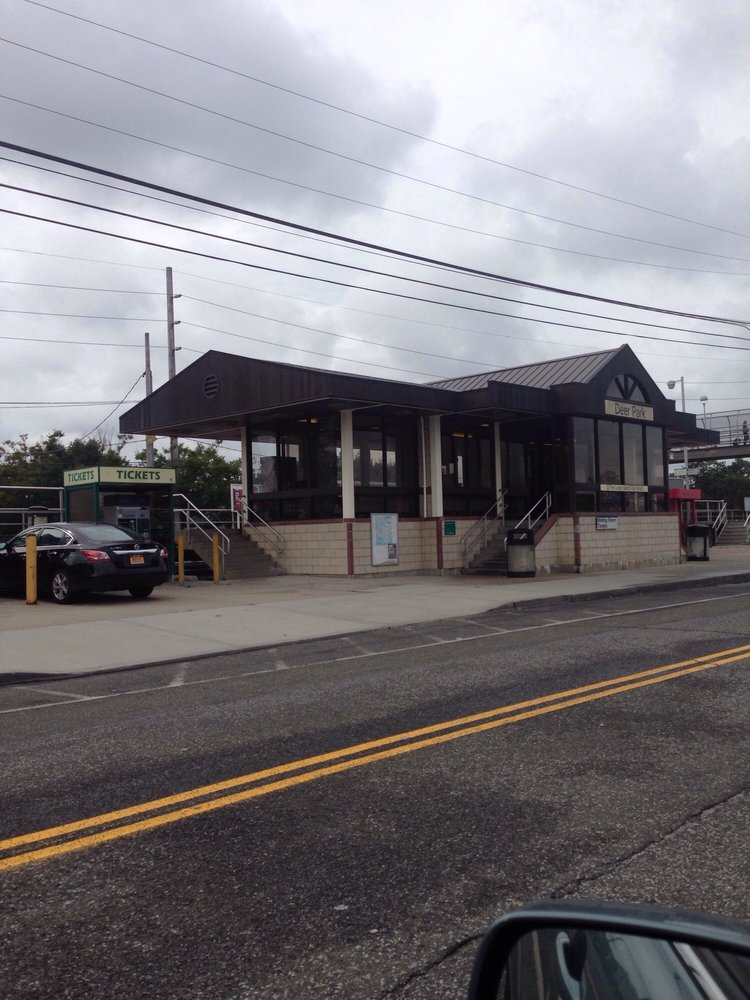 LIRR Station: Deer Park, Baywood, NY