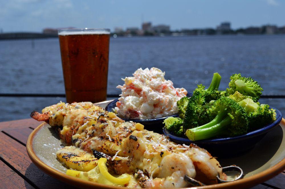 Riverhouse Waterfront Restaurant: 995 Riverside Dr, Palmetto, FL