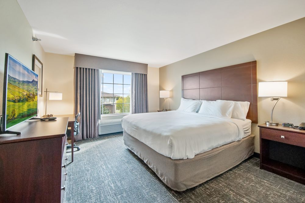 Cobblestone Hotel & Suites - Austin: 1000 16th Ave NW, Austin, MN