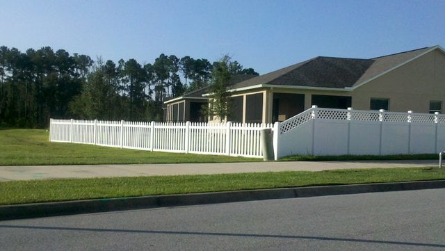 Vinyl Lattice Accent Privacy Fence Tapered To Vinyl Picket