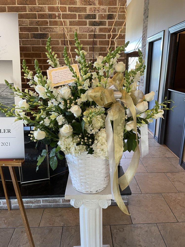 The English Garden Flower Shop: 8 S Prospect Ave, Clarendon Hills, IL