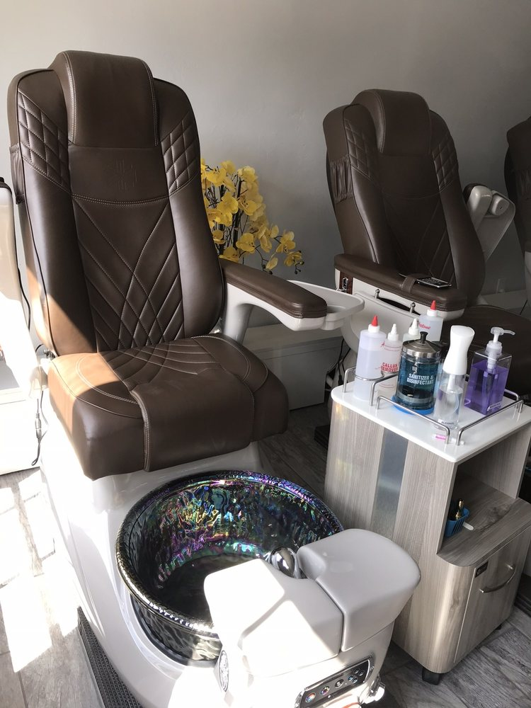 Tan&Vy Nails Spa: 125 E Laurel St, Fort Bragg, CA