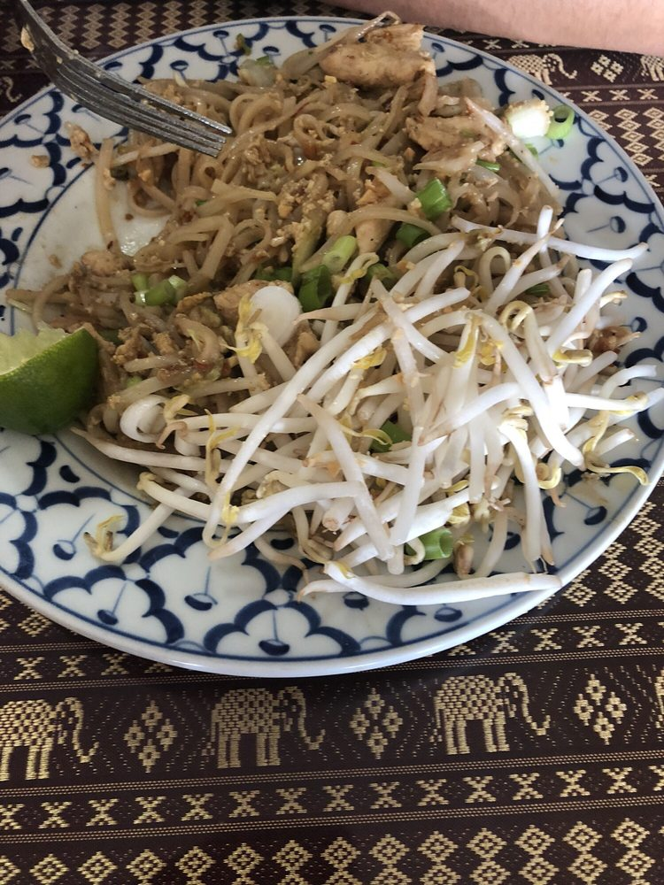 Thai Cuisine: 601 S Pioneer Way, Moses Lake, WA