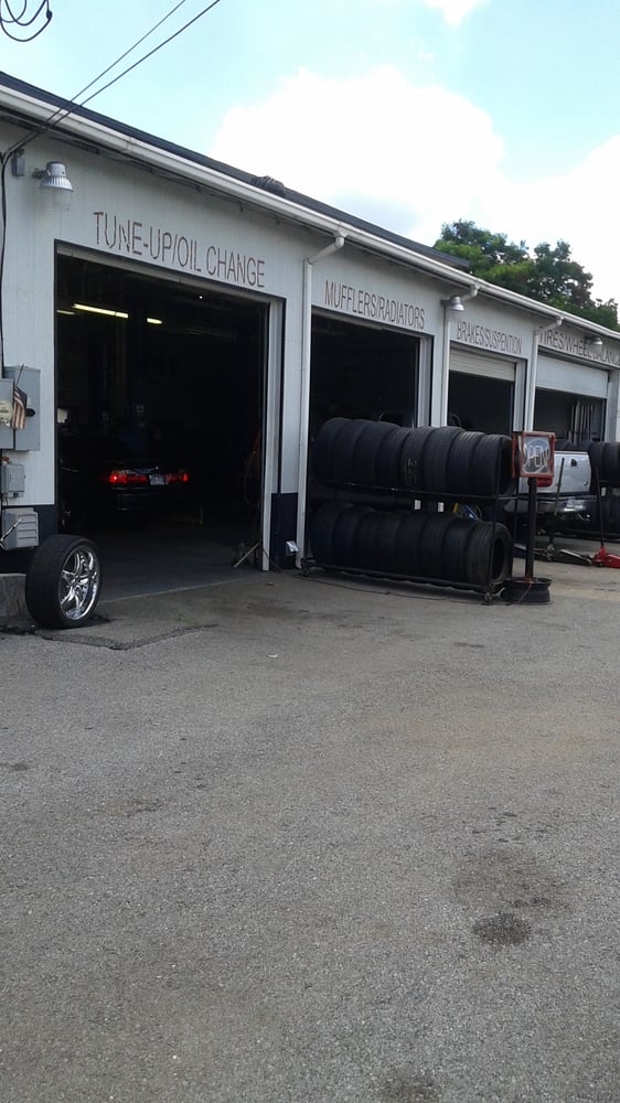 Beverly Auto Repair & Services: 927 N Bloomington St, Lowell, AR