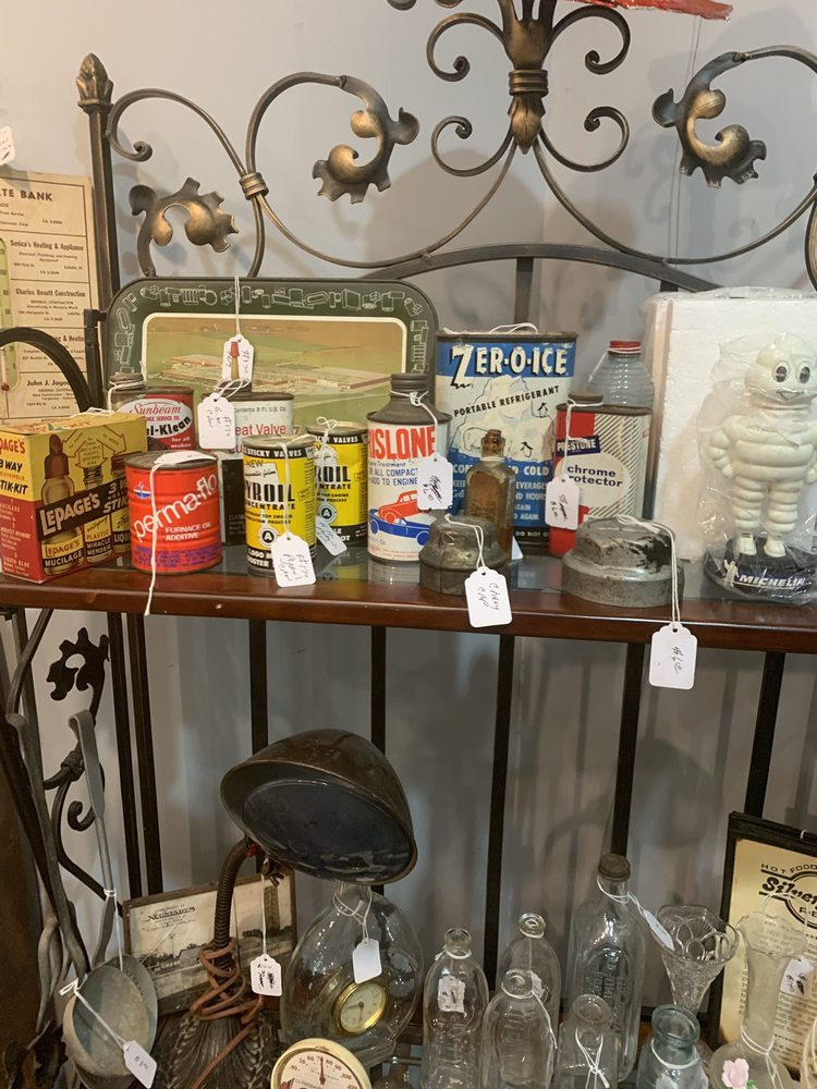 Clarks Run Antiques: 215 N Division St N, North Utica, IL