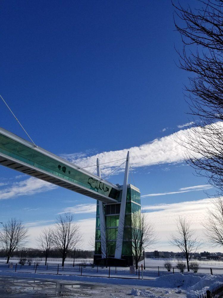 Davenport Skybridge: W River Dr, Davenport, IA