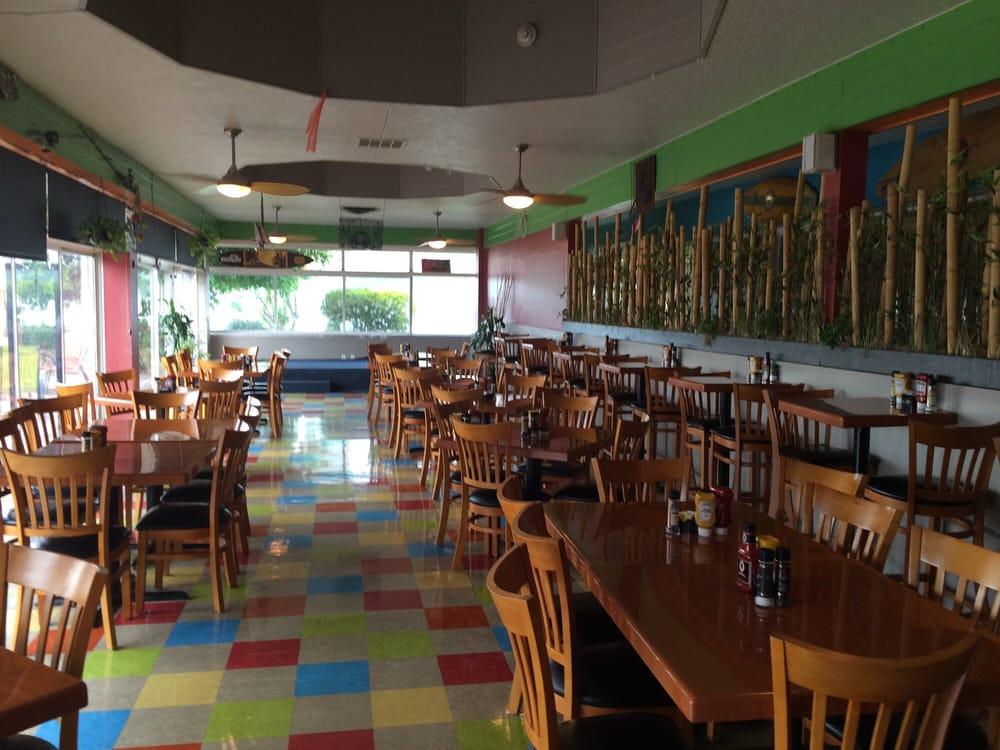 Bearded clam waterfront restaurant tiki bar 16 photos for Sarasota fish restaurants