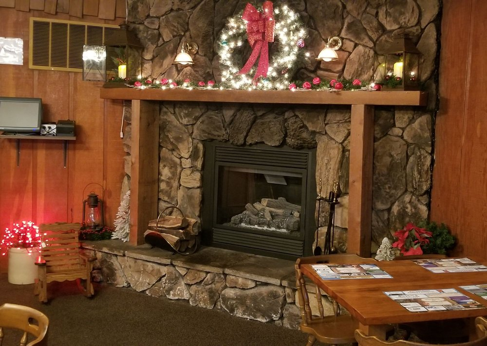 Stone Hearth Inn: 811 Commerce Dr, Decorah, IA