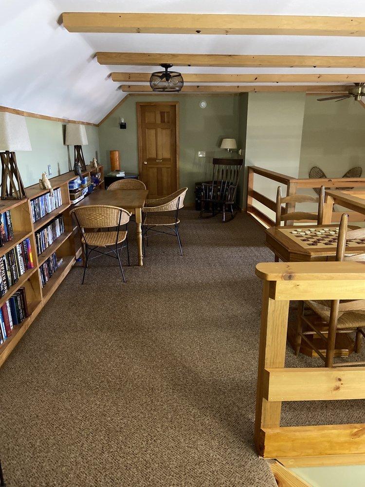 Greenwoods Bed & Breakfast Inn: 8136 Quayle Rd, Honeoye, NY