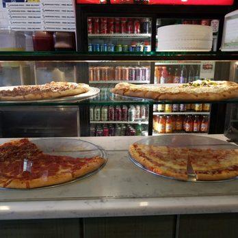P O Of 5 Boroughs Pizza New York Ny United States Heat Lamp
