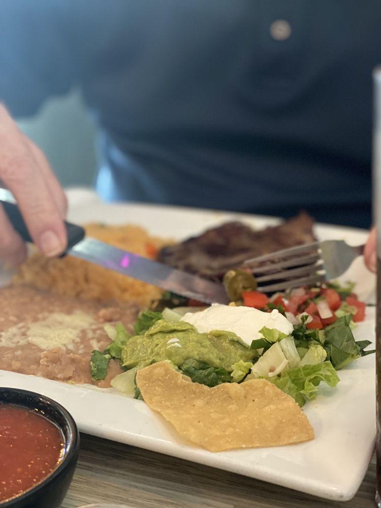 Garibaldi Mexican Restaurant and Bar: 2430 E Semoran Blvd, Apopka, FL